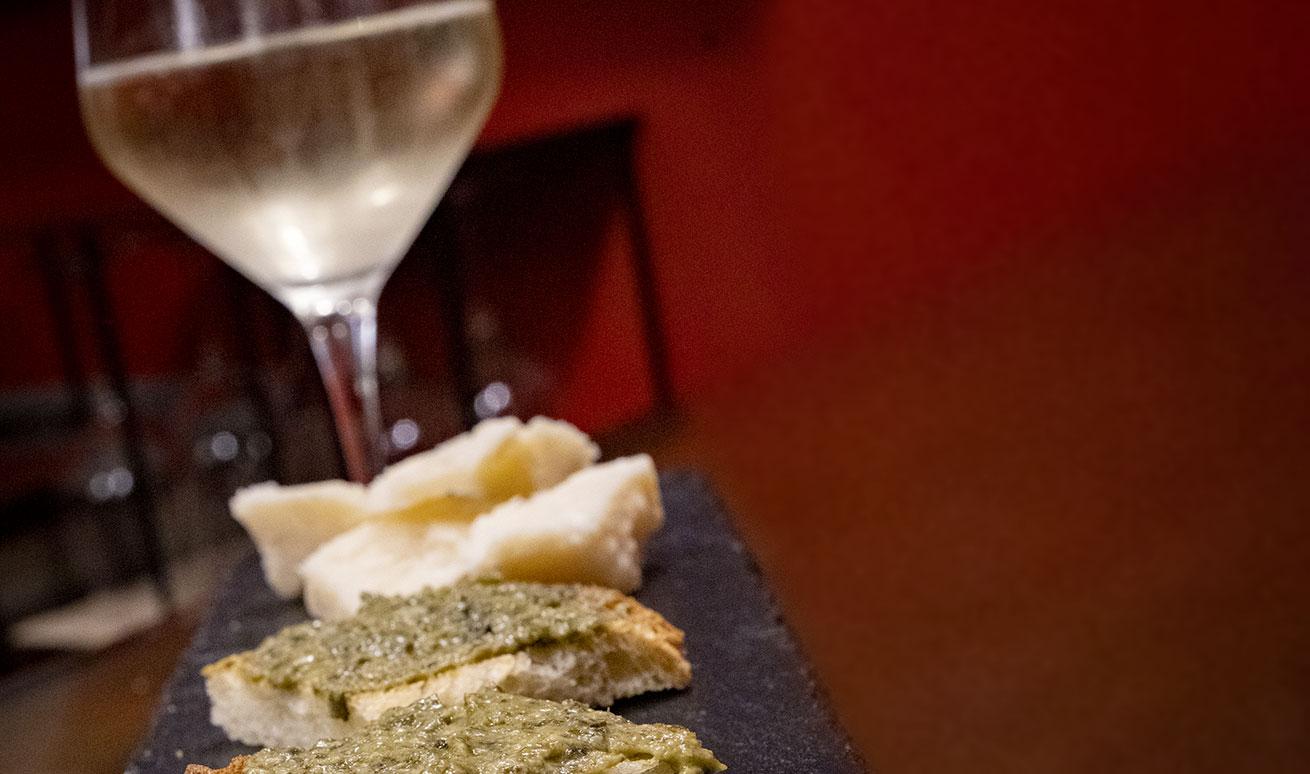 Degustazioni enogastronomiche dolci e/o salate presso Vermuteria Artemisia, nuovo wine bar in centro a Ferrara