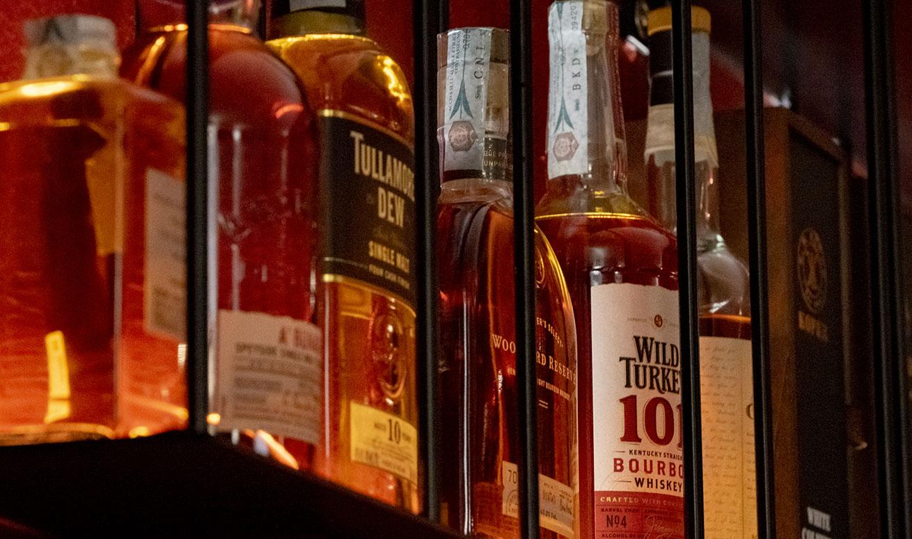Listino distillati: Cognac, Armagnac, Rum e Whisky di eccellenza prodotti in Scozia, USA, Canada, Irlanda e Giappone. - Vermuteria Artemisia, nuovo locale in centro a Ferrara