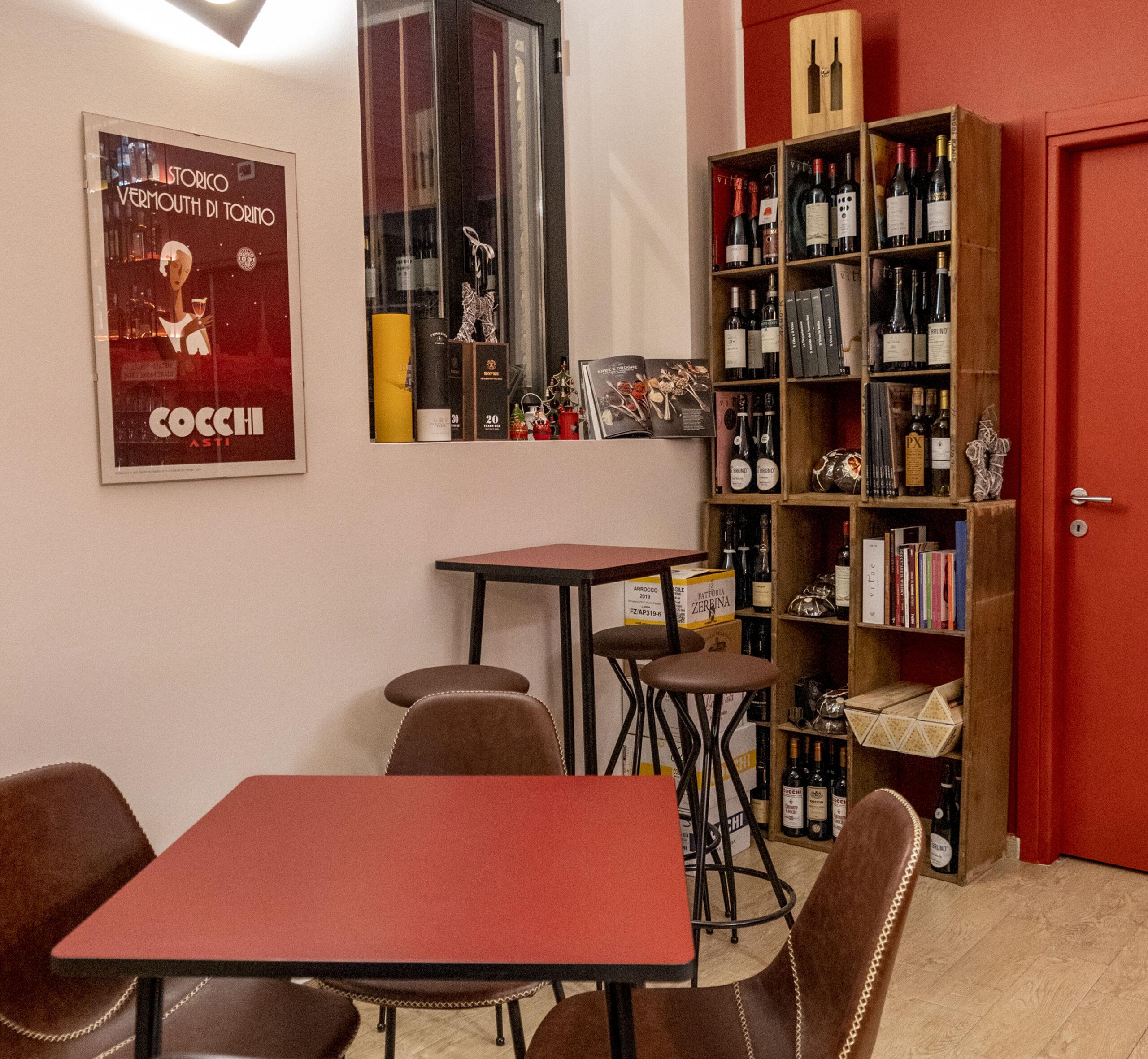 Arredamento accogliente in stile industrial vintage - Artemisia Vermuteria - nuovo locale a Ferrara