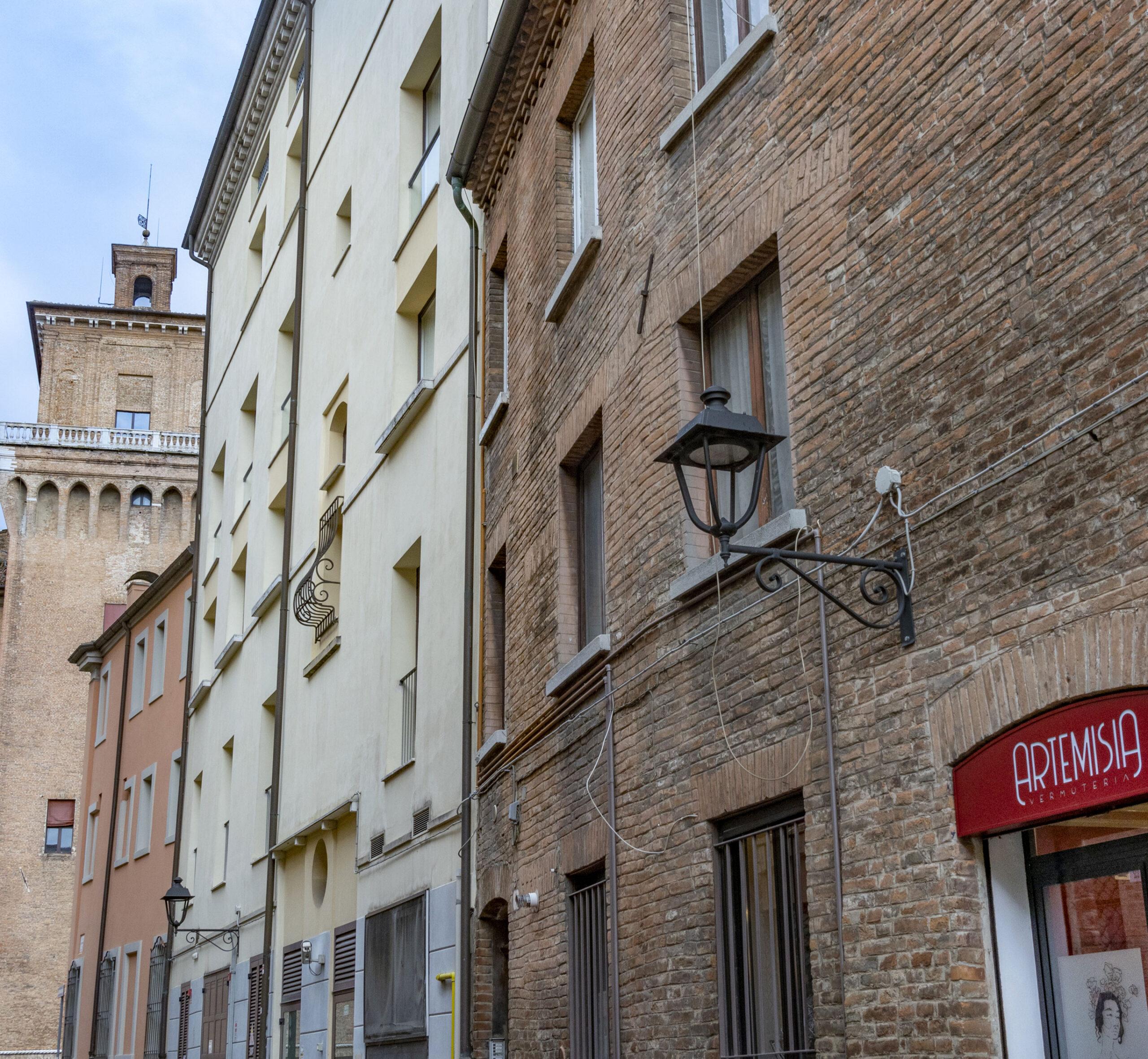 ARTEMISIA VERMUTERIA in centro a Ferrara