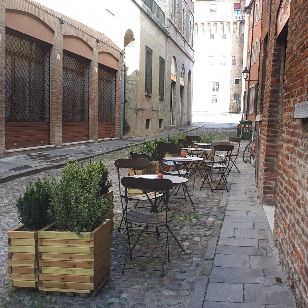 Distesa Esterna Wine Bar Centro Ferrara rtemisia Vermuteria via Frizzi